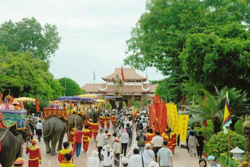 Khám phá nét đẹp văn hóa trong những lễ hội khi du lịch Quy Nhơn